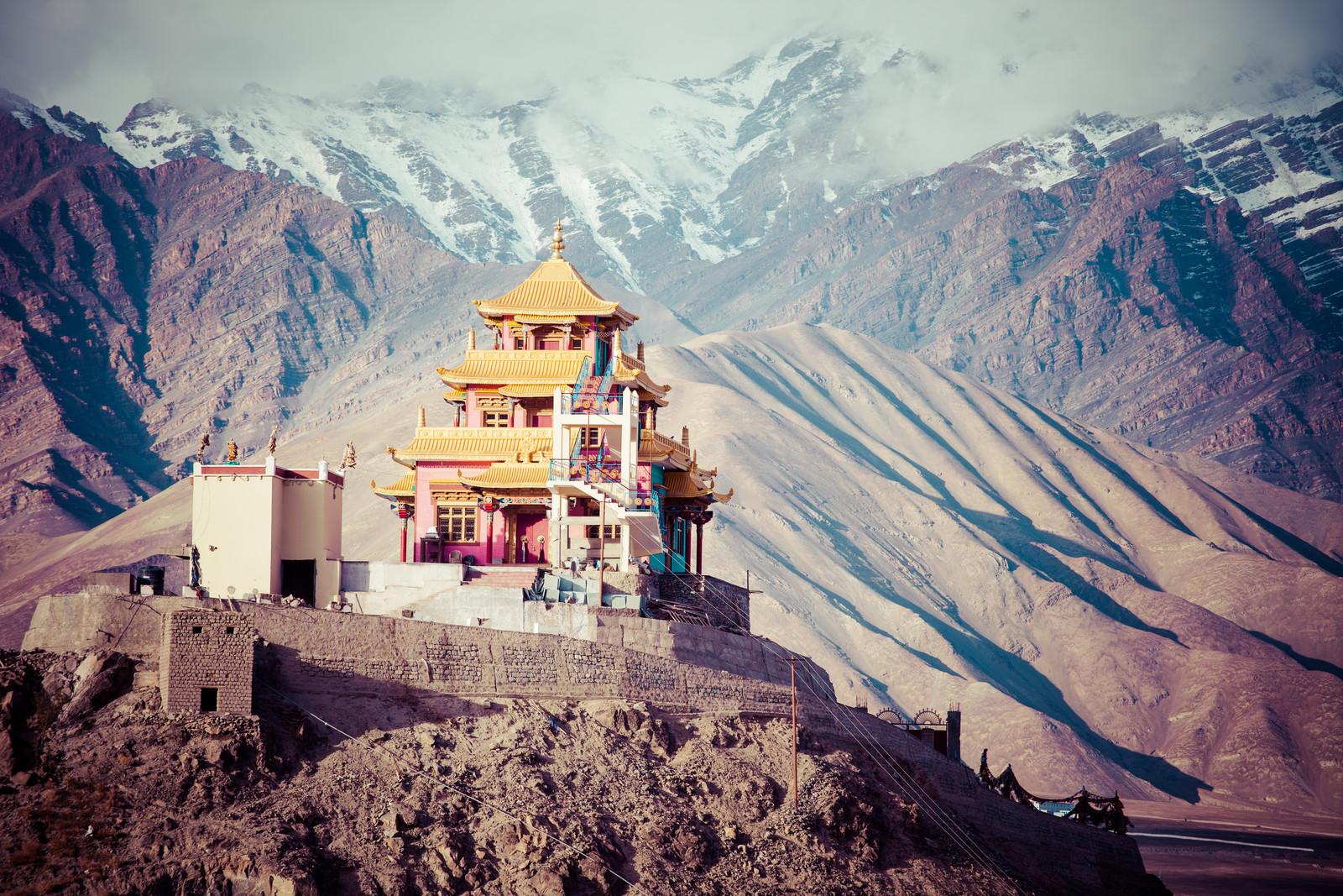 hiking-trail-indian-himalaya